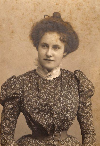 LOUISE c.1900