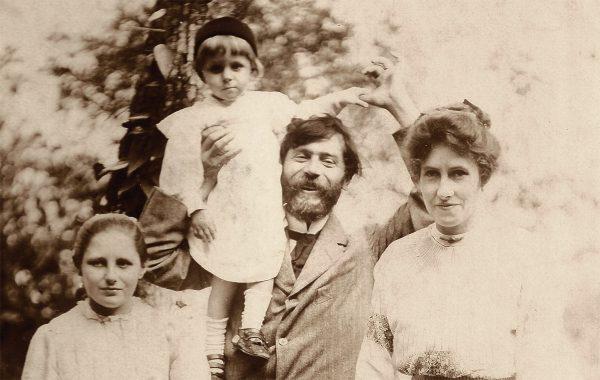 VISCONTI COM TOBIAS NOS OMBROS - 1911