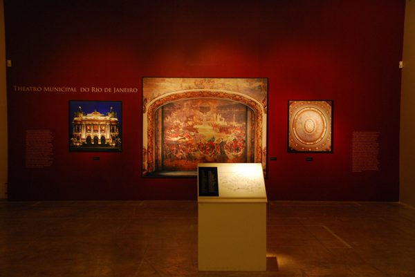 Exposição Arte e Design na Caixa Cultural de Brasília, em 2009, também apresentou os Estudos Realizados por Visconti Para o Theatro Municipal do Rio de Janeiro