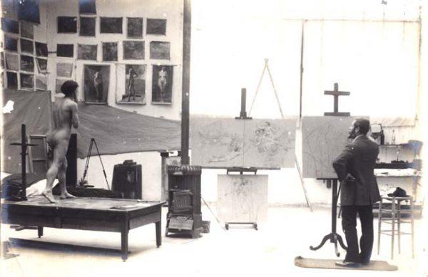 Visconti no atelier da Rue Didot com os estudos do foyer - 1913