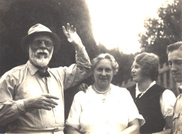 Visconti com Louise, Yvonne e Afonso em 14/01/1934