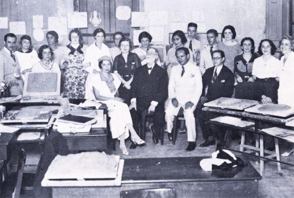Com os alunos de Arte Decorativa em 1935