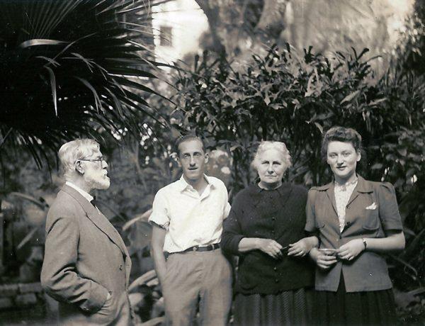 Visconti com Afonso (filho), Louise (esposa) e Yvonne Stourdze (nora)