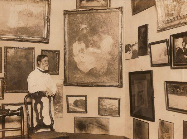 VISCONTI EM SEU ATELIÊ - c.1925