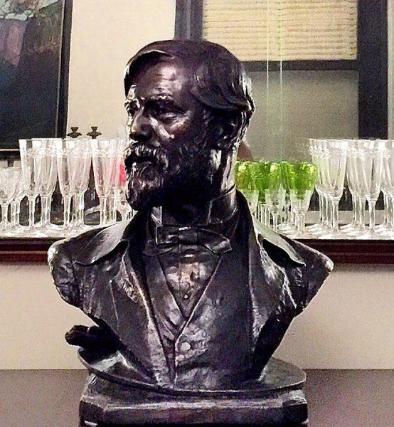 Busto em Bronze de Eliseu Visconti esculpido por Zacco Paraná em 1931 e fundido na Fundição Liboredo em 2015