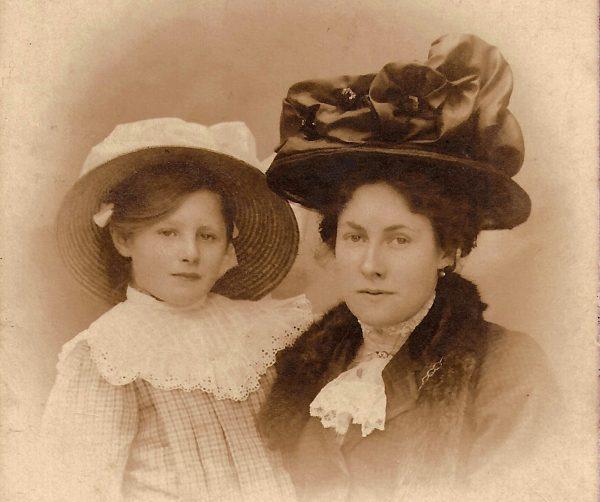 YVONNE E LOUISE - c.1906