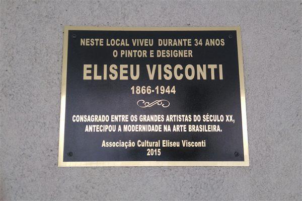 Placa de Bronze no Prédio da Ladeira dos Tabajaras, Nº 155, Local onde Eliseu Visconti construiu sua residência e viveu com sua família durante 34 anos, entre 1910 e 1944.