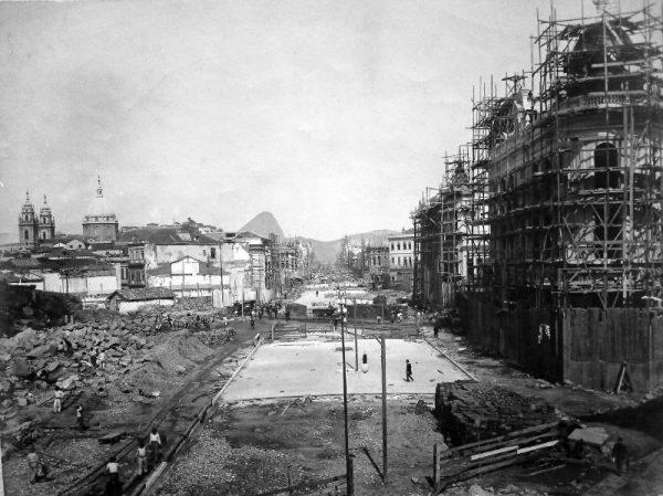 Construção da Avenida Central (atual Av. Rio Branco)