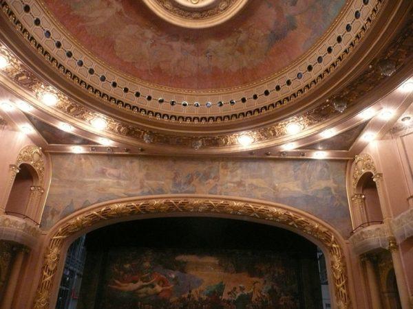 Sala de Espetáculos integralmente decorada por Visconti - Pano de boca, friso sobre sobre o palco, triângulos e plafond (teto sobre a plateia)