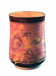 VASO DECORADO COM FLORES AMARELAS - CERÂMICA PINTADA - h.17 cm d.12 cm - c.1902 - COLEÇÃO PARTICULAR