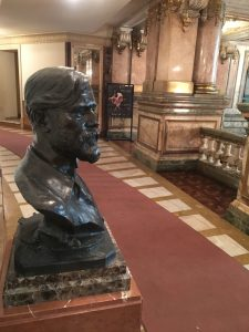 Reinaugurado busto de Eliseu Visconti no Theatro Municipal do Rio