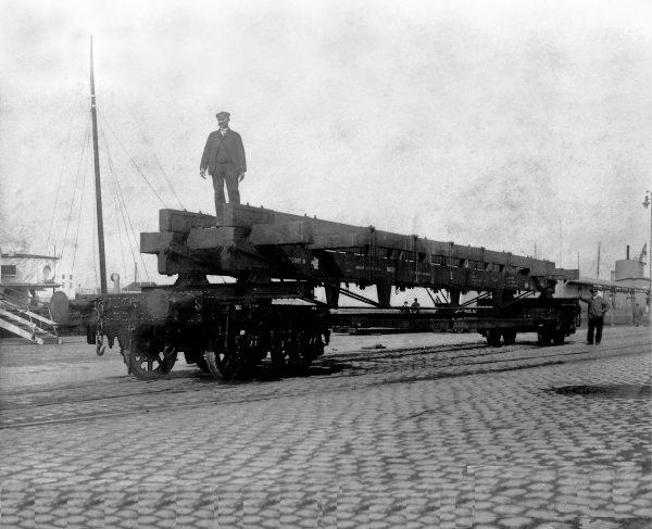 VAGÃO QUE TRANSPORTOU O PANO DE BOCA DE PARIS A CHERBOURG EM 1907