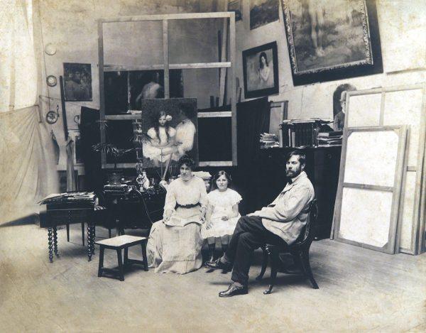Visconti com sua Família em seu ateliê da Av. Mem de Sá - 1909