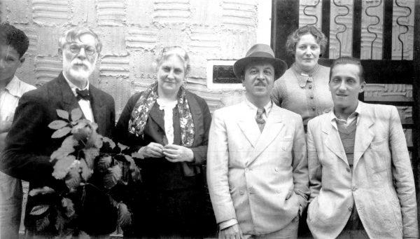 Com Louise, seu genro Henrique Cavalleiro, sua filha Yvonne e seu filho Afonso – 1938