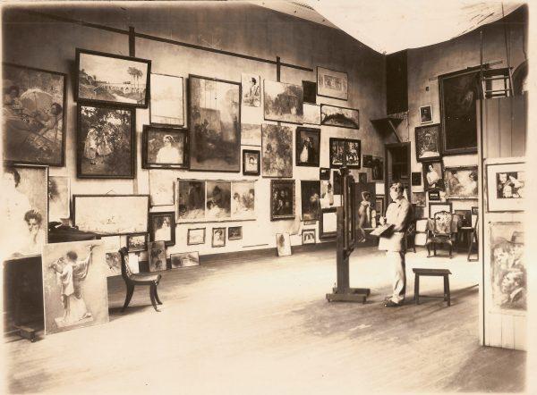 Visconti em seu ateliê da Av. Mem de Sá - c.1930