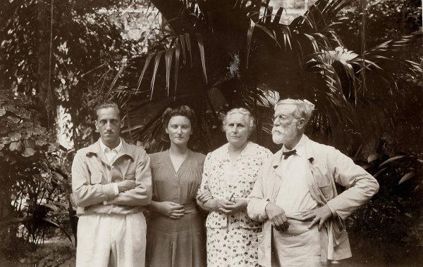 Visconti com Louise, Yvonne Stourdze (nora, esposa de Tobias) e Afonso (filho)