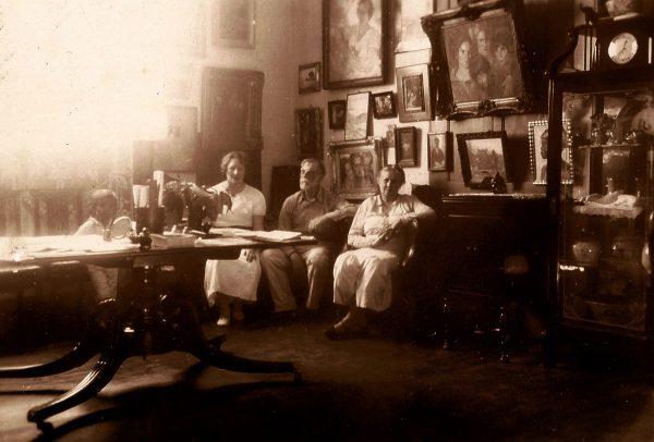 Visconti, com Yvonne e Louise, no atelie da casa de Tabajaras - 1944