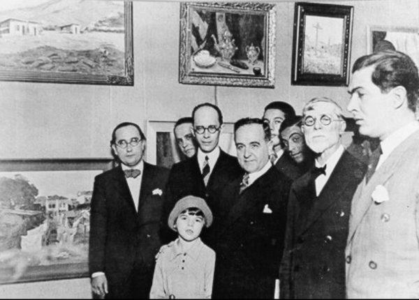 Visconti, ladeado pelo Presidente Getúlio Vargas e por Gustavo Capanema, no Salão de 1935